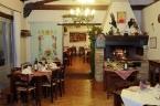sala-con-camino RISTORANTE :IL Ristopizzeria San Felice | v. Casa Romana - Fraz. BASTARDO - GIANO DELL'UMBRIA (PG) - Tel. 0742.90533